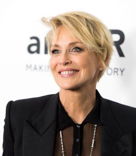 Sharon Stone révèle comment un chirurgien a augmenté la taille de sa poitrine à son insu