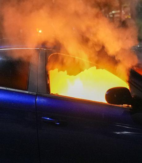 Voor tweede keer dit weekend brand in de Vlasakkers in Oss, deze keer auto in vlammen op