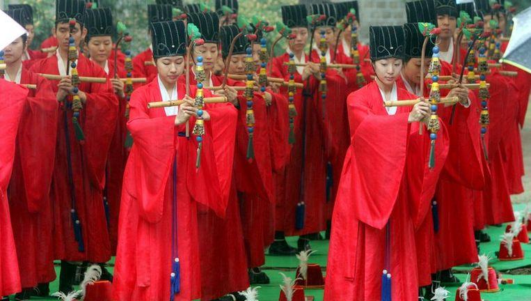 Confucius werd bijna 2600 jaar geleden geboren in het noordoosten van China. Zijn ideeën, het confucianisme, hebben de Chinese samenleving sterk beïnvloed. Foto ANP Beeld