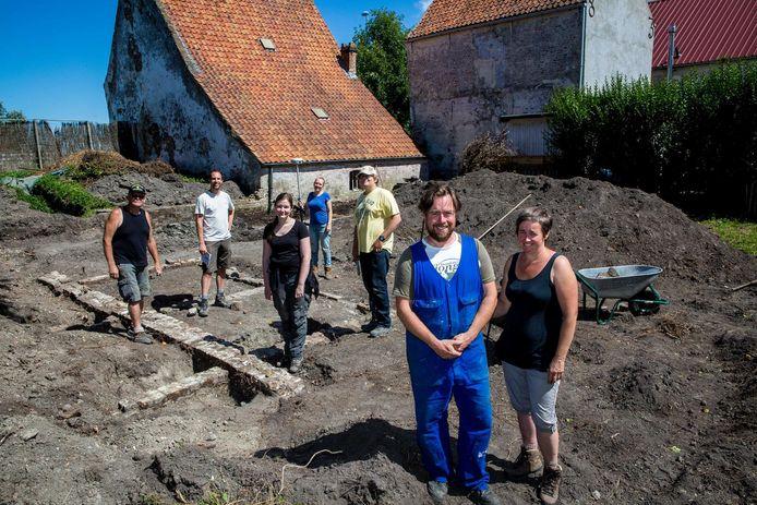 In de zomer van 2017 werd hier uitvoerig archeologisch opzoekwerk geleverd. Let vooral op het gebouw en de gevel links, die op vandaag volledig is vrijgemaakt.