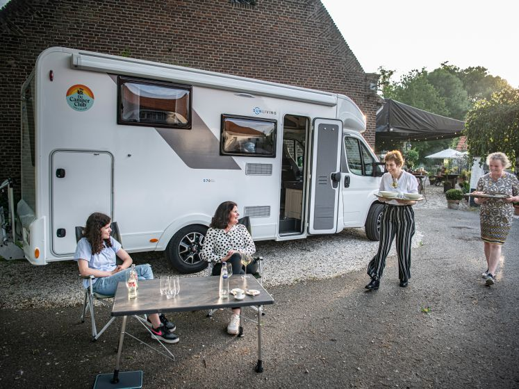 Camper nu ook bij jongere generaties in trek: nooit eerder telde Nederland zo veel kampeerauto's