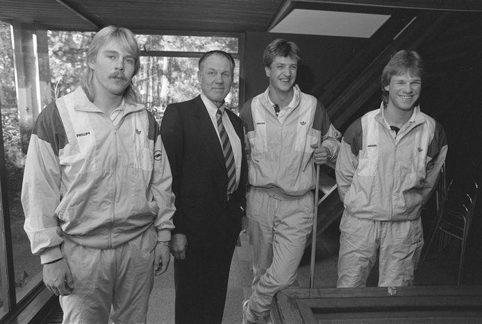 Joop Lankhaar en Rinus Michels en Wim Kieft en Erwin Koeman.