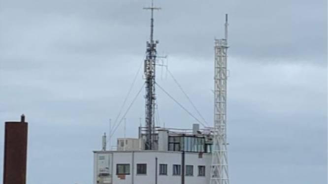 Nieuwe antennemast naast loodswezengebouw staat er, oude maakt plaats voor dakterras