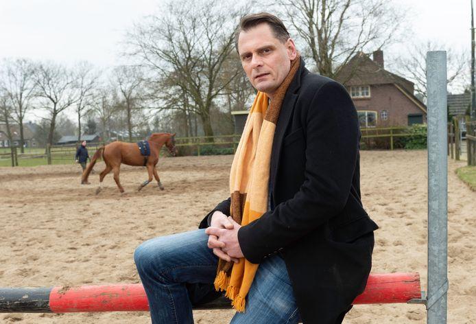 Coert Kelkes is zo teleurgesteld in de gemeente Epe dat hij zich laat uitschrijven.