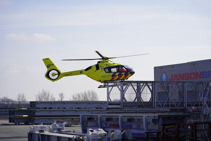 Voor het ernstige ongeval landde een traumeheli op het bedrijventerrein.