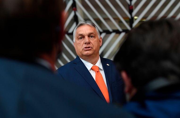 De Hongaarse premier Viktor Orbán donderdag op de EU-top in Brussel, waar hij zwaar onder vuur kwam te liggen van andere EU-leiders over de omstreden anti-homowet. Beeld AP