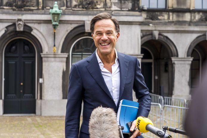 Mark Rutte (VVD) staat de pers te woord op het Binnenhof na afloop van een gesprek met informateur Mariëtte Hamer over de kabinetsformatie.