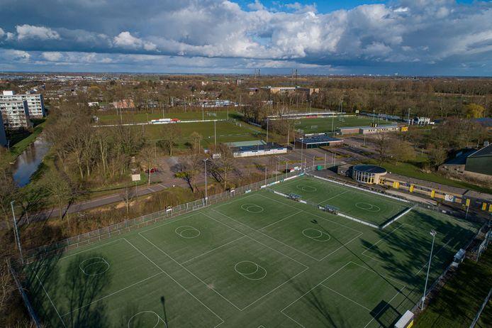 Op de amateurvelden - zoals in Kampen - worden sinds half oktober geen wedstrijden meer gespeeld.