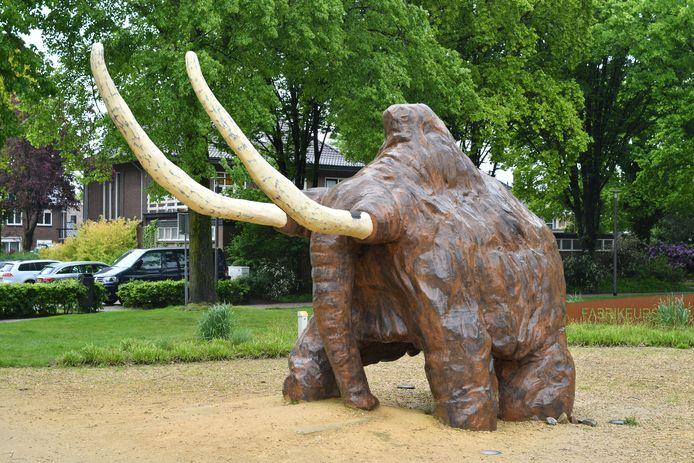 Van een afstandje lijkt de mammoet in redelijke conditie te verkeren.