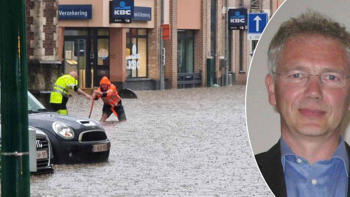 Wateroverlast in Sint-Genesius-Rode enkele weken geleden, expert Willy Bauwens.
