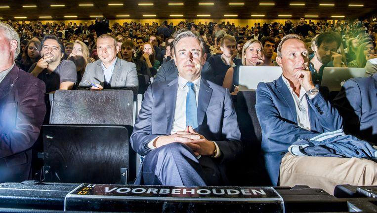 Bart De Wever dinsdag tijdens het openingscollege aan de UGent. De N-VA-voorman is doordrongen van de nefaste gevolgen van de vluchtelingencrisis Beeld © Stefaan Temmerman