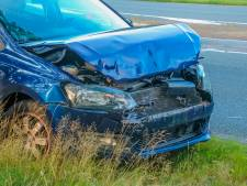 Auto's botsen op elkaar bij aanrijding in Leusden