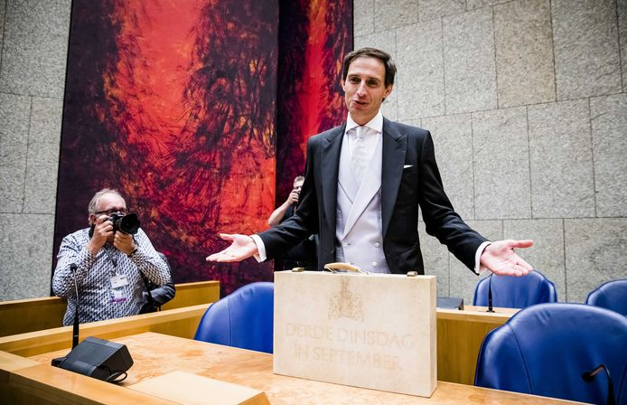 Minister Wopke Hoekstra van Financiën verwachtte op Prinsjesdag nog een overschot op de begroting. Maar door de coronacrisis is er dit jaar een enorm tekort.
