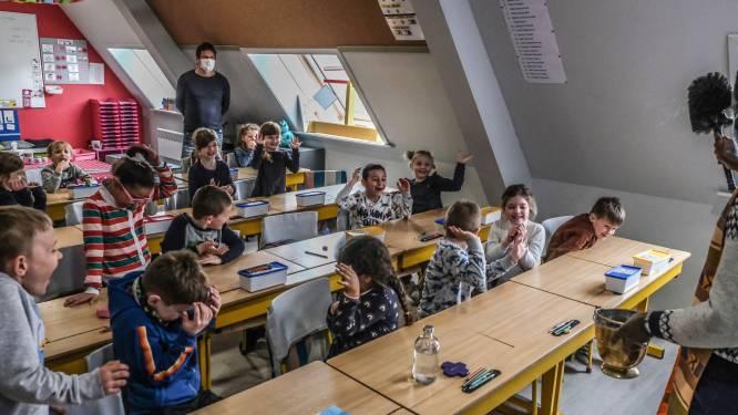"""Priester wijdt nieuwe klasjes Sint-Jozefschool: """"We geven daarmee aan dat de lokalen echt van ons zijn"""""""