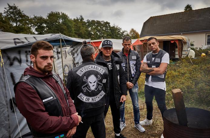 Vorige week sloeg een groep Sinti-mannen tenten op op een stuk grond in Spijkenisse.