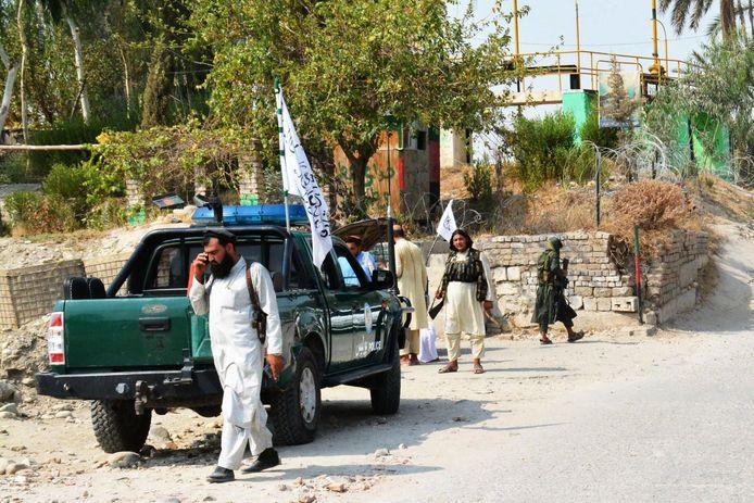 Ces attentats, dont au moins un a visé une voiture de police des talibans, illustrent la situation sécuritaire toujours précaire dans le pays, où le nouveau régime a promis de ramener paix et stabilité après plus de quatre décennies de guerres.