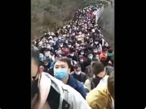 Des sites touristiques déjà bondés en Chine: des images surréalistes à l'heure de la pandémie
