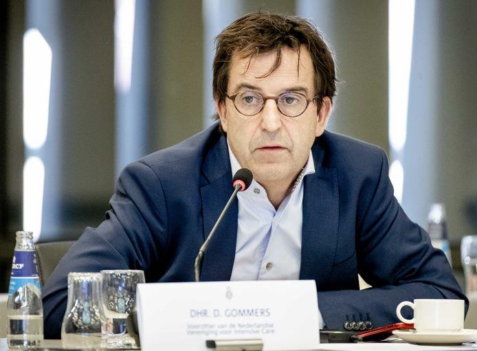 Diederik Gommers, anesthesioloog-intensivist in het Erasmus MC, praat de Tweede Kamer bij.