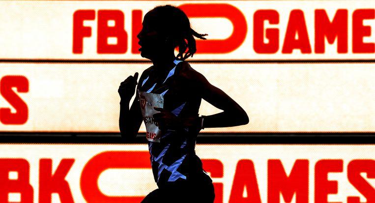 Sifan Hassan op weg naar een nieuw wereldrecord op de 10.000 meter. Beeld Klaas Jan van der Weij / de Volkskrant