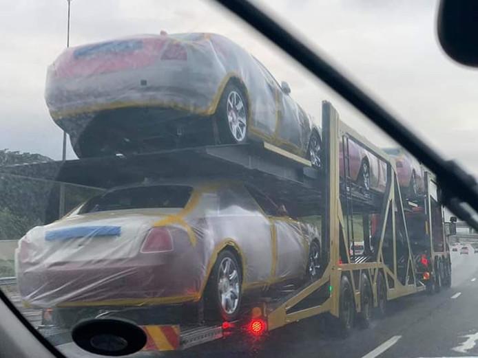 De Rolls-Royces voor de Afrikaanse koning.