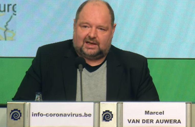 Marcel Van der Auwera, diensthoofd Dringende Geneeskundige en Psychosociale Hulpverlening bij de FOD Volksgezondheid, nam het woord tijdens de persconferentie van het Crisiscentrum. Beeld Crisiscentrum