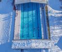 Door het schuifdak van De Kragge te openen kan daar al worden gezwommen sinds de vorst- en sneeuwperiode.