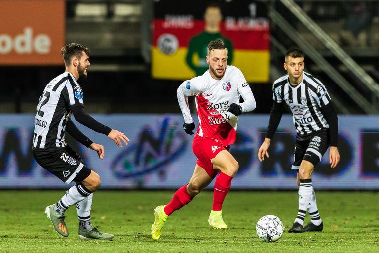 Orestis Kiomourtzoglou van Heracles en Bart Ramselaar van FC Utrecht. Beeld BSR Agency