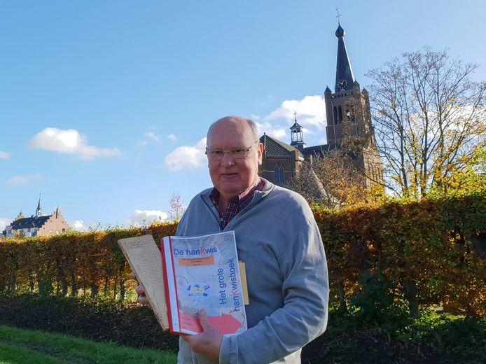 Louis de Bot van Archief*Kring Hank met 'het grote hanKwisboek' en het dagboek van zijn grootvader dat als inspiratie diende voor een deel van de vragen.