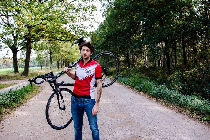 Zijn fietstochten inspireerden Mathijs Leeuwis tot het maken van een pedal steel-album rondom een wielerthema.