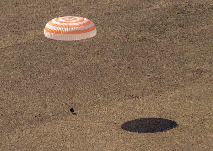 L'atterrissage du vaisseau spatial Soyouz MS-17 dans une zone éloignée près de la ville de Zhezkazgan, au Kazakhstan.