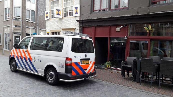 De politie heeft zaterdagavond een inval gedaan bij café Conny's Place