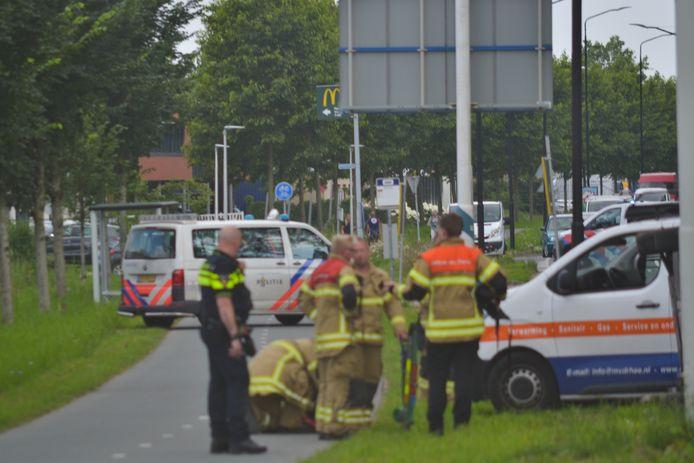 Bij een ongeval op de Edisonweg in Alblasserdam is donderdagochtend een auto gekanteld.