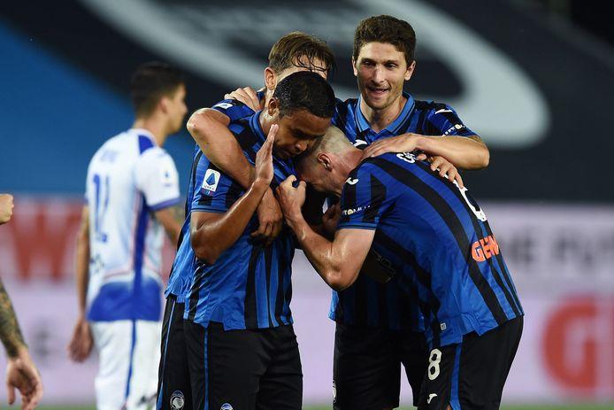 Spelers van Atalanta Bergamo vieren een treffer. De ploeg, waar Marten de Roon onbetwiste basisspeler is, gaat op bezoek bij koploper Juventus.