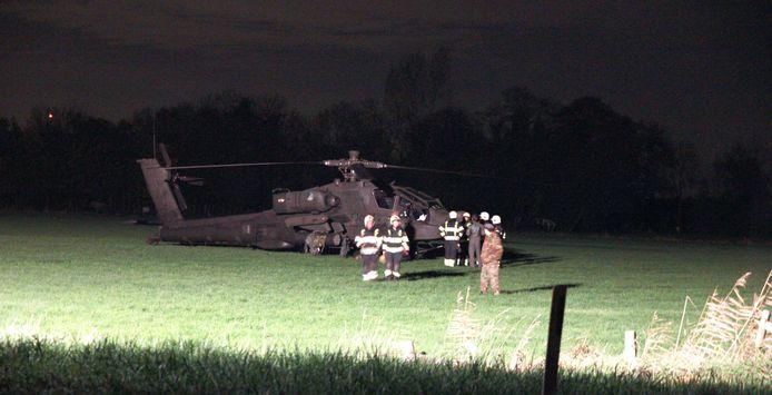 De Apache die in Zoelmond tegen een hoogspanningskabel vloog.