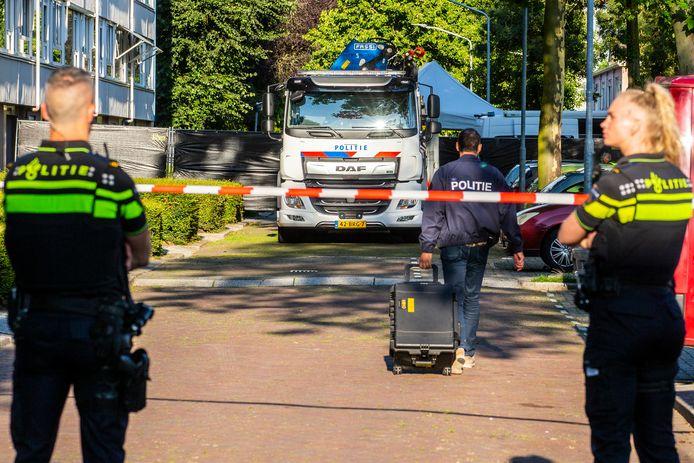In de Aalbersestraat in Dordrecht werd maandag 2 augustus 2021 forensisch onderzoek gedaan.