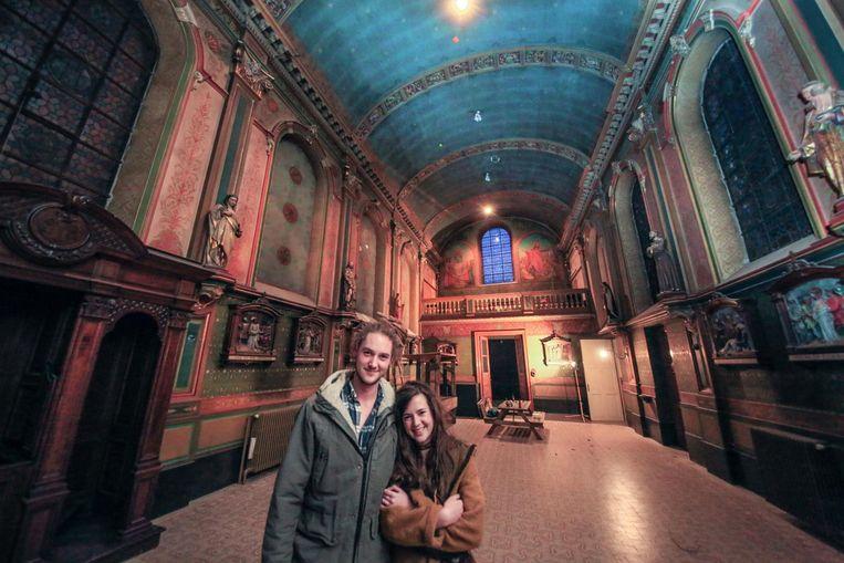 Kenneth Lebon en Sara Meersch wonen tijdelijk in het oude klooster met kapel.