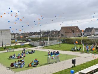 KSA Pittigem viert 20e verjaardag met blauwe en oranje ballonnen