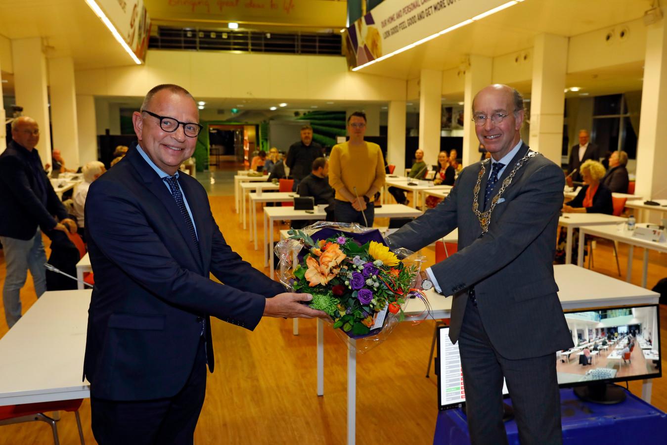 Jules Bijl (links) werd eind september geïnstalleerd als wethouder in Vlaardingen, maar vertrekt al per 1 september uit de gemeente. Dan wordt hij waarnemend burgemeester in Leidschendam-Voorburg.