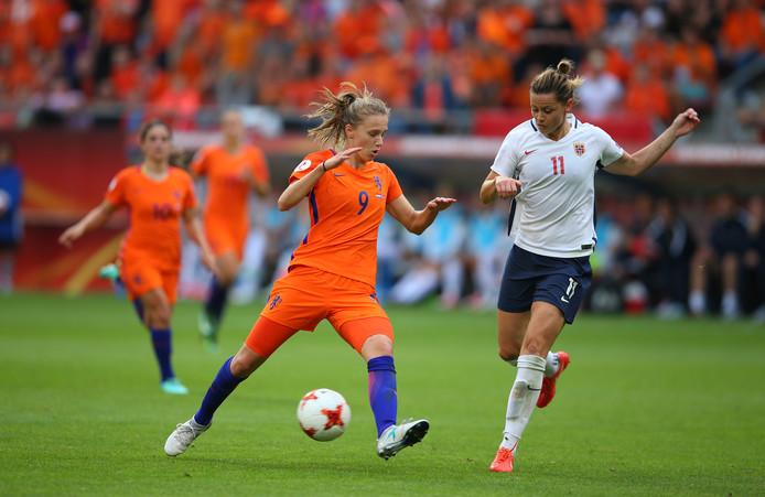 Vivianne Miedema in actie tegen Noorwegen.