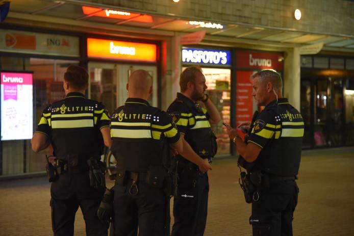 De politie bij de Treubstraat in Nijmegen.