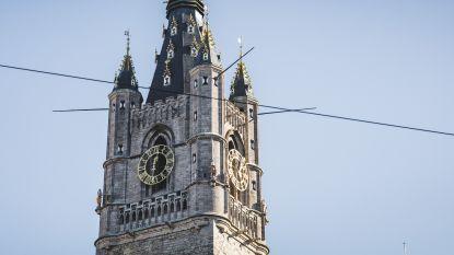 """Man beklimt dak Gents Belfort: """"Levensgevaarlijk en onverantwoord"""""""
