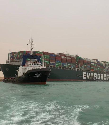 Gestrande containerreus Suezkanaal toch nog niet los