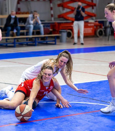 Recordscore sterspeelster De Jonge brengt Batouwe na basketbalgevecht in halve finale
