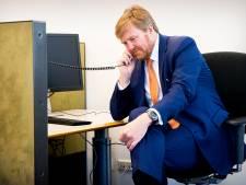 Koning Willem-Alexander belt met zorginstelling in Rijssen: 'Hij is eigenlijk heel aardig'