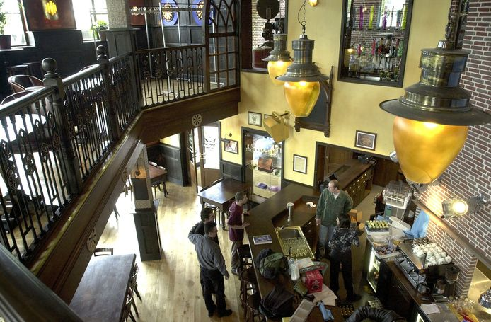 Het interieur van The Grass Company aan de Spoorlaan in Tilburg, de drukste coffeeshop van de stad.