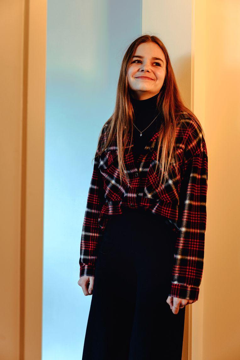 Lore Serranne, 16 jaar: 'Je hoort al van 13-jarigen met onenightstands.die hebben goede seksuele voorlichting nodig, of het worden rondlopende soa's.'  Beeld Damon De Backer
