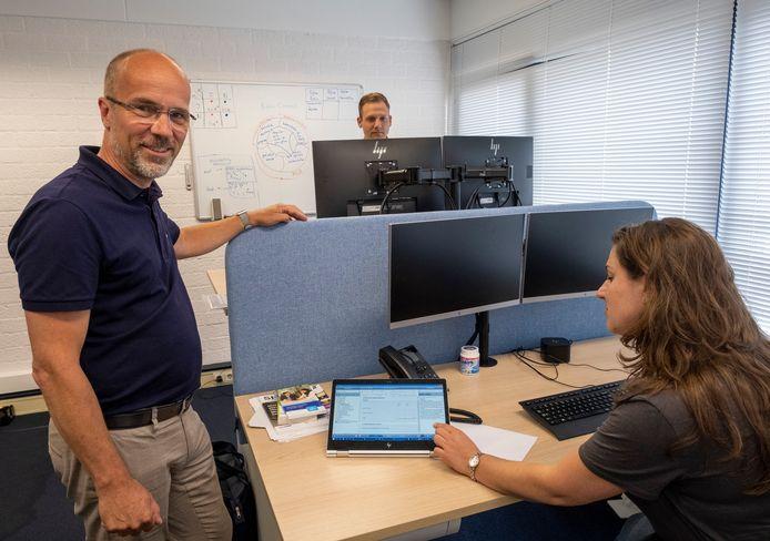 """Partner Edward de Kubber van Rijkse accountants & adviseurs in het kantoor in Middelburg: ,,Personeel is moeilijk te vinden."""""""
