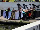 Omstander en hulpdiensten redden kind uit water Trekvliet