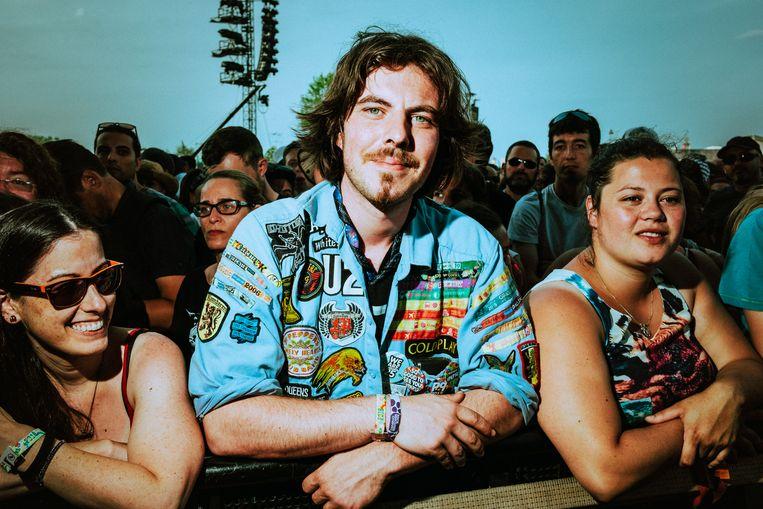Een Pear Jam-fan op Werchter. Als je ze niet herkent aan hun Pearl Jam-shirt, dan wel aan hun tattoo, en de vastberadenheid in hun ogen die zegt: dit plekje staan we niet meer af.  Beeld Illias Teirlinck