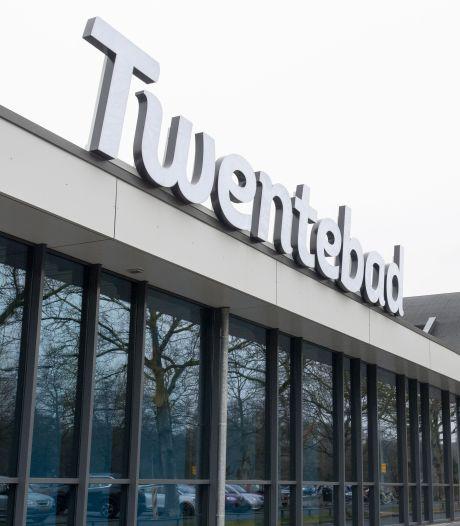 Het Twentebad in Hengelo, een zwemfabriek met een entree als op een vliegveld